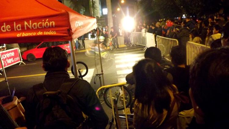 Demostración de maniobras en bicicleta. Noche Verde 2013.